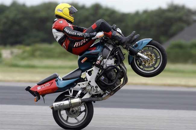 Fastest-motorcycle-handlebar-wheelie.jpg