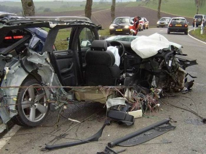 20 Worst Car Accidents Ever Oneclickwonders