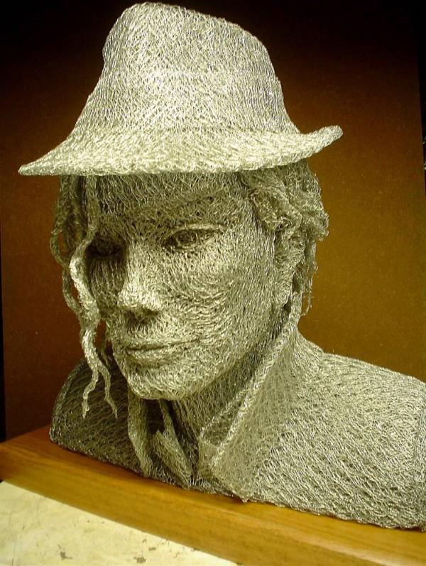 Intrinseco y expectorante: Esculturas de alambre de gallinero por ...