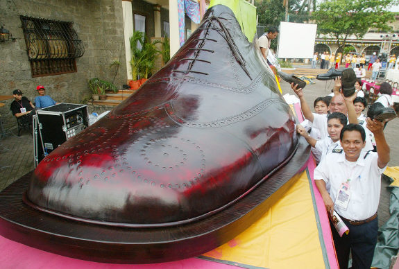 The world's largest shoe in Turkey