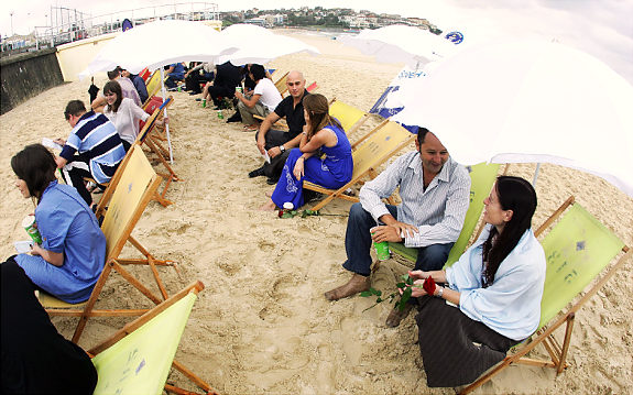 World's Biggest Speed Date Attempt At Bondi Beach