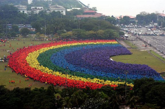 argest human rainbow