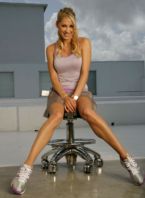 how old is Anna Kournikova