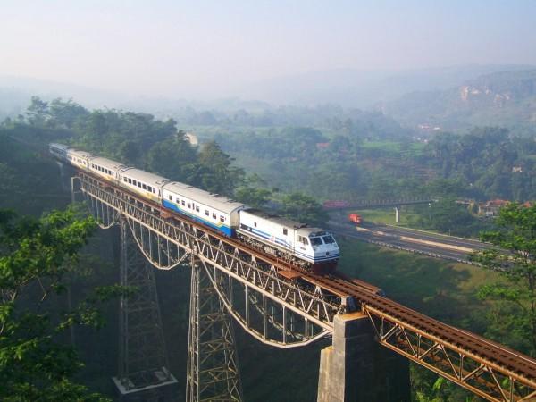 Argo Gede Train Passing Cikurutug Bridge
