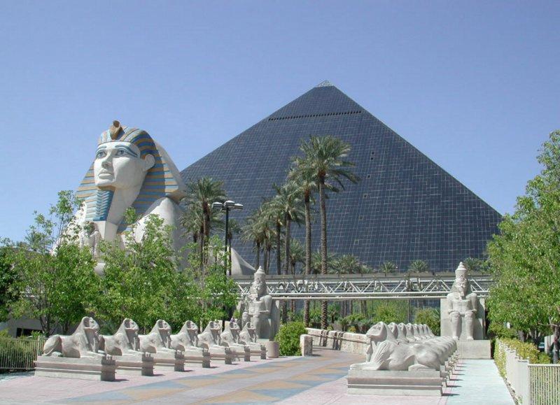 http://thewondrous.com/wp-content/uploads/2011/02/Luxor-Las-Vegas.jpg