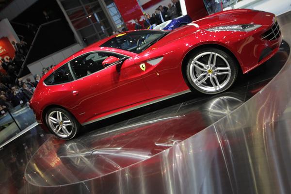 سيارات موديل السنة Ferrari-FF.jpg