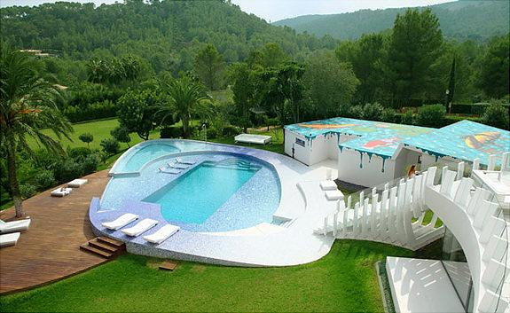 http://thewondrous.com/wp-content/uploads/2011/04/Mediterranean-villa.jpg