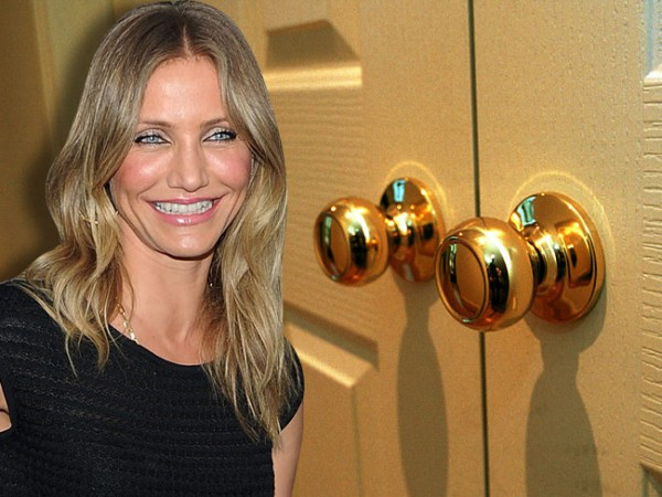 Cameron Diaz apprently has a phobia of door knobs. Luckily she alwasya has a man at her side to open doors for her.