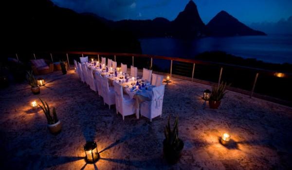 http://thewondrous.com/wp-content/uploads/2011/07/Jade-Mountain-05-600x350.jpg