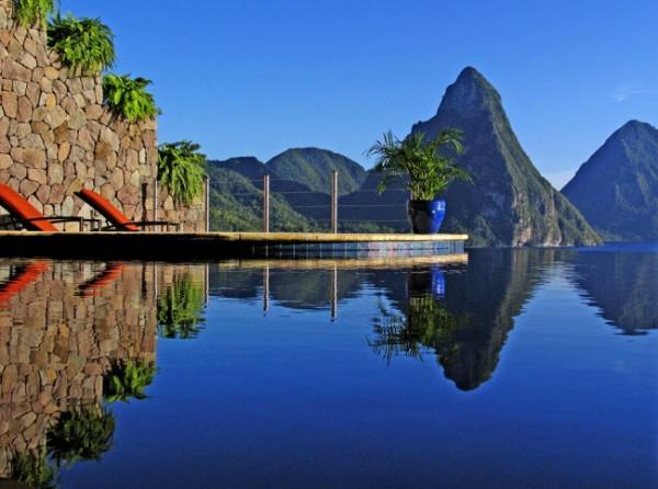http://thewondrous.com/wp-content/uploads/2011/07/Jade-Mountain-15-600x446.jpg