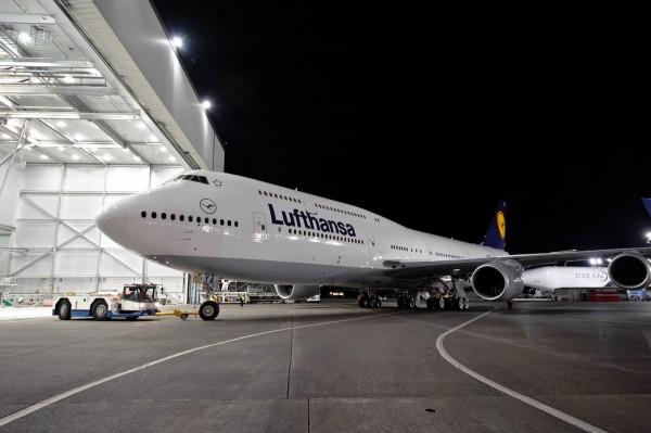 http://thewondrous.com/wp-content/uploads/2011/09/Hanger-of-A-Aircraft-600x399.jpg