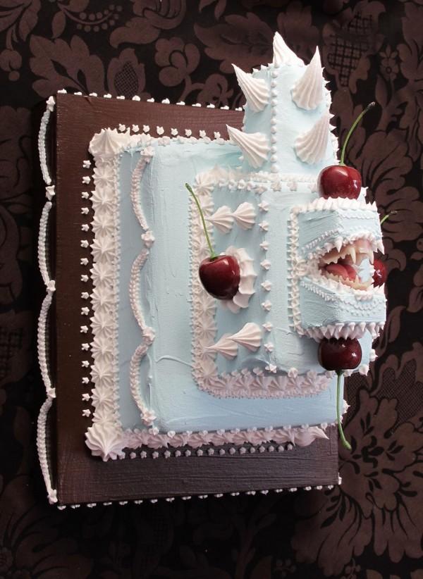 Το κέικ Bite Back Blue.jpg