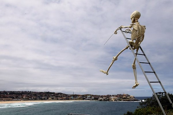 http://thewondrous.com/wp-content/uploads/2011/11/Sceplture-of-bones-at-Sydney-Sea-Esibition-2011-600x399.jpg
