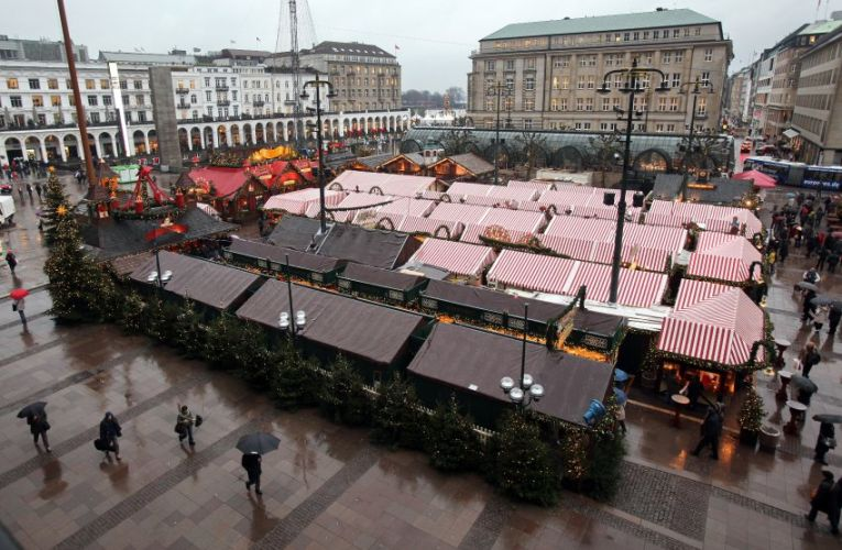 Rain at the Christmas market in Hamburg