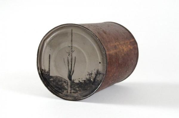 Φωτογραφίες τενεκεδένια φωτογραφία με σκουριασμένα παλιά κουτιά