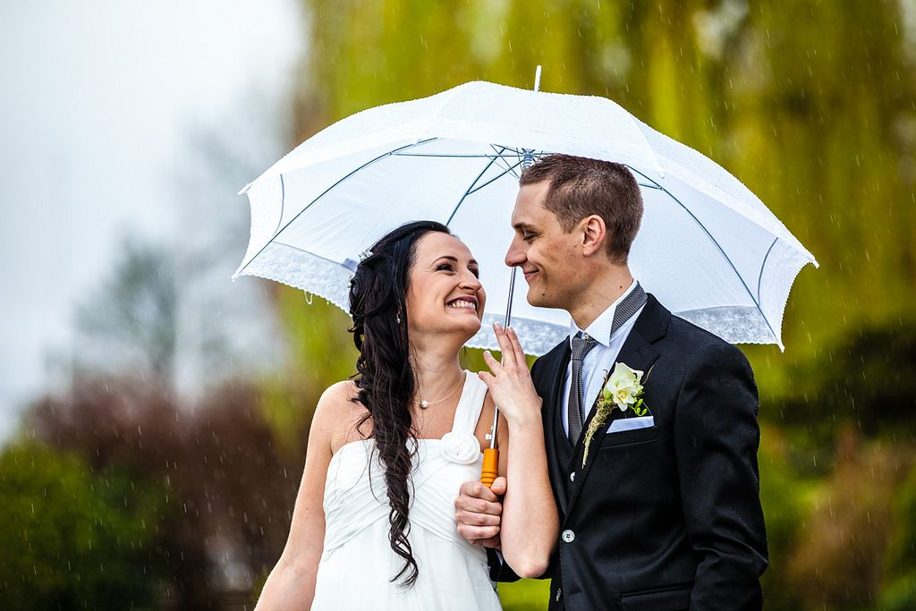 Rainy wedding by Vincent BOURRUT