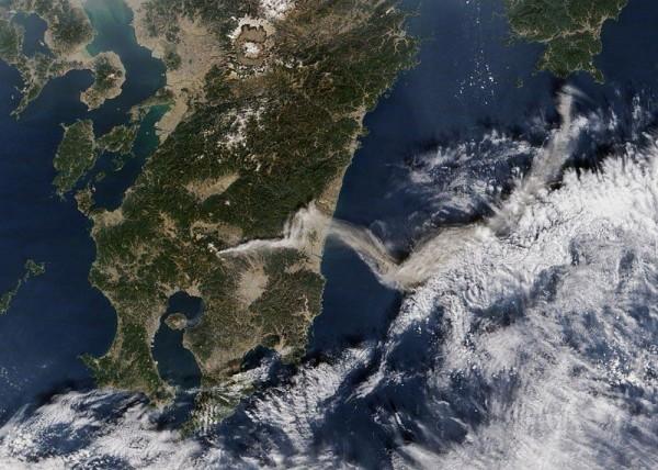 Shinmoedake Volcano, Japan