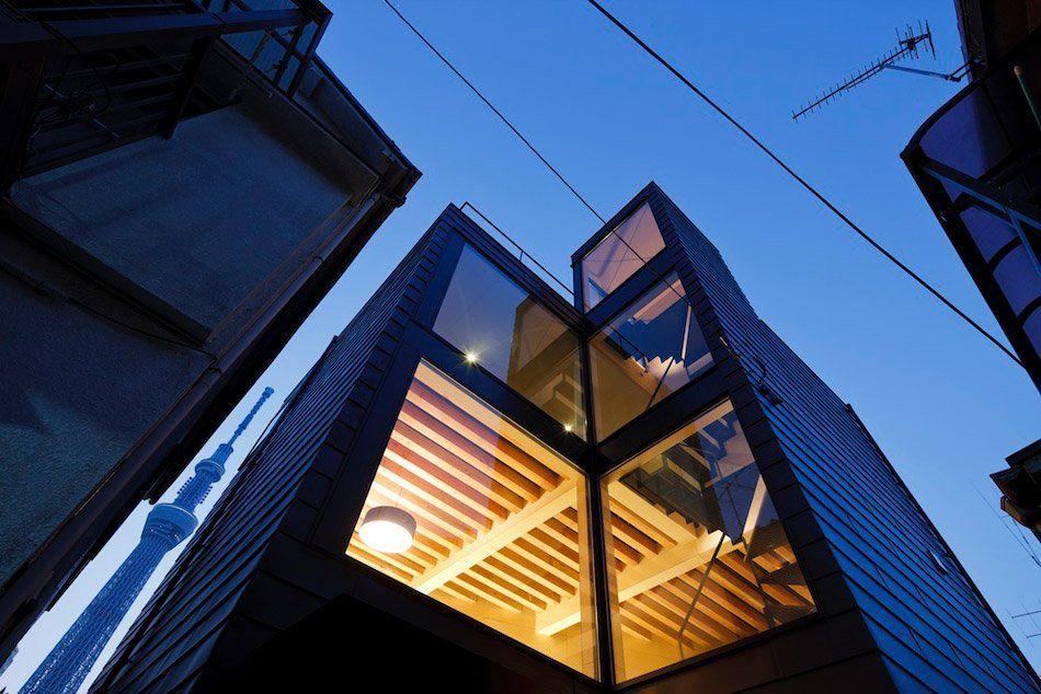 Surprising Narrow Vertical House in Japan