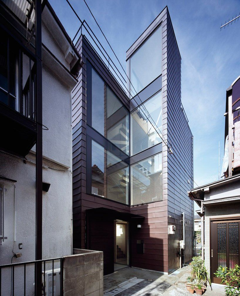 Narrow Vertical House