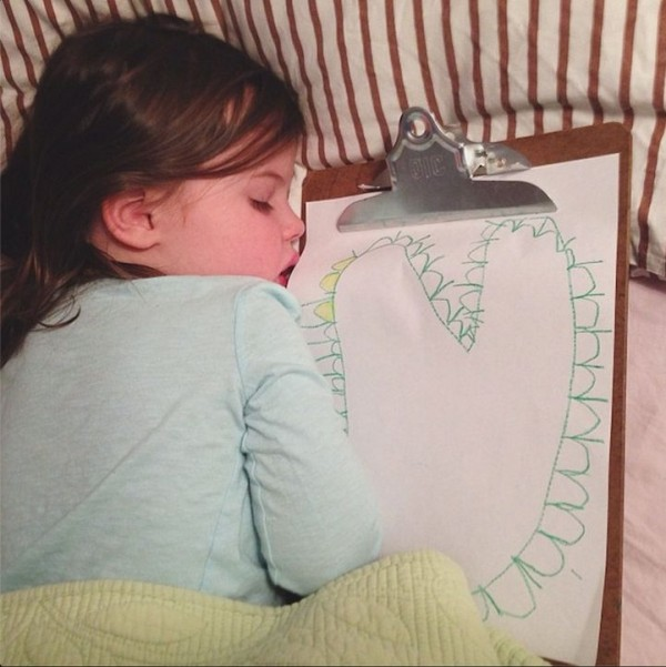 Meet Little Cute Girl Roozle Who Draws Herself to Sleep
