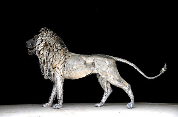 Lion Sculpture by Selçuk Yılmaz