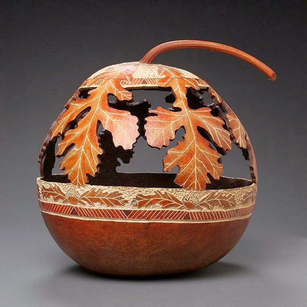The Delicate Gourd Carving Art