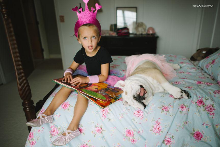 Truly Heartwarming Friendship between Little Girl and Bulldog