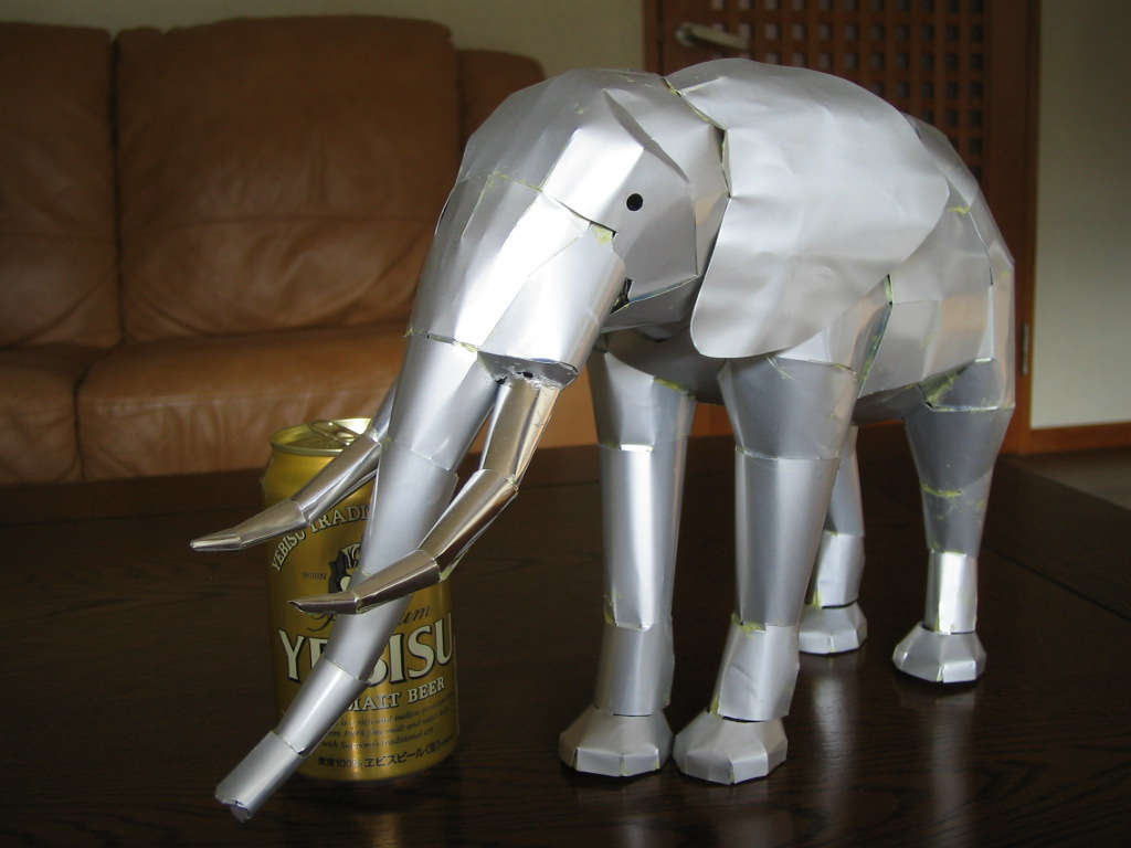 these incredible animal sculptures are actually made out of aluminum cans the wondrous. Black Bedroom Furniture Sets. Home Design Ideas