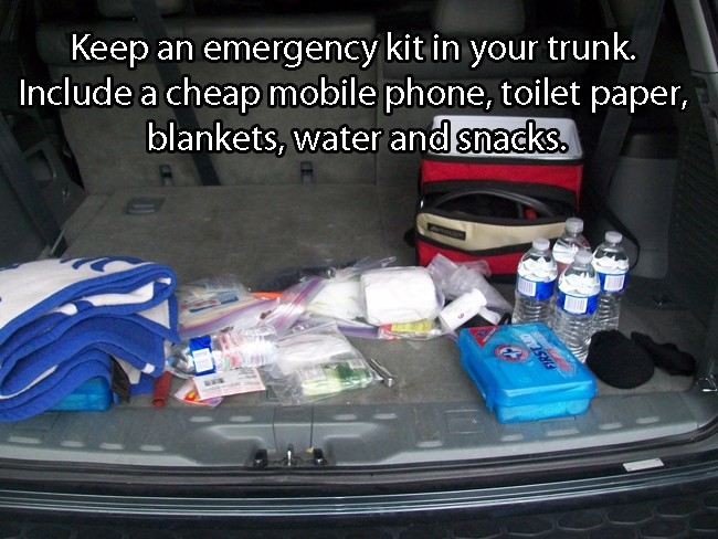 Keep An Emergency Kit in Your Trunk