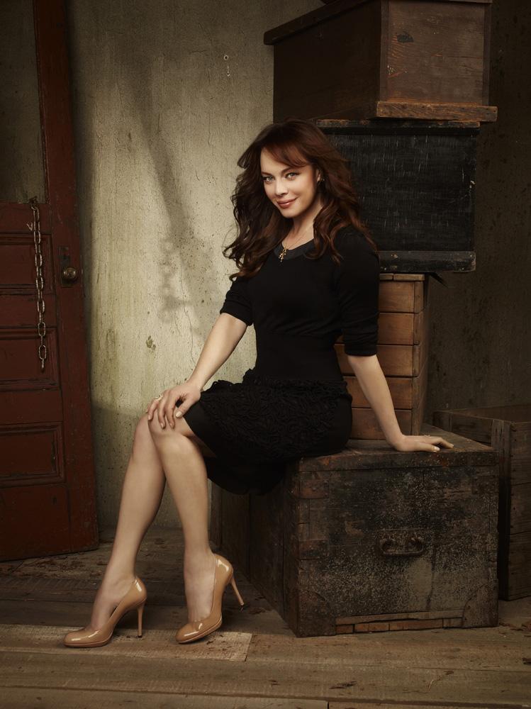 Melinda Clarke (Julie Cooper) The OC