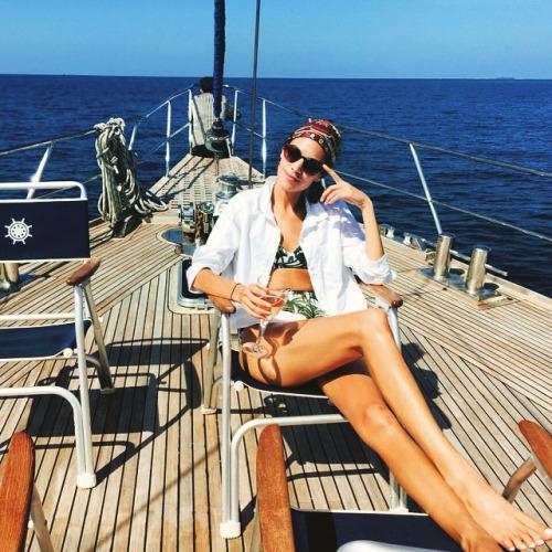 alexa chung bikini