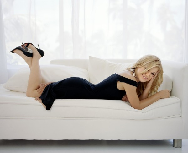 kelly clarkson feet