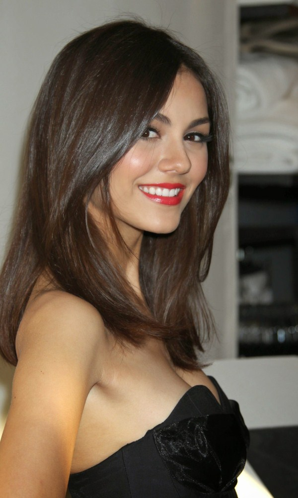 breast size of victoria justice boobs