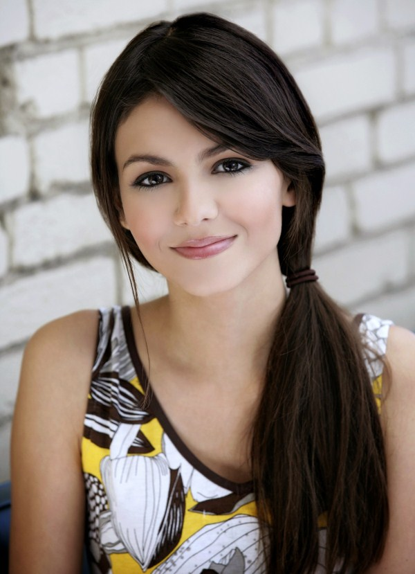 cute smile of victoria justice