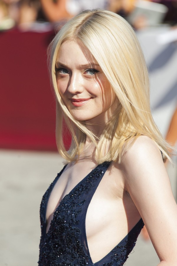 sexy dakota fanning sideboobs