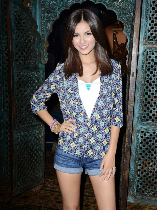 victoria justice in shorts