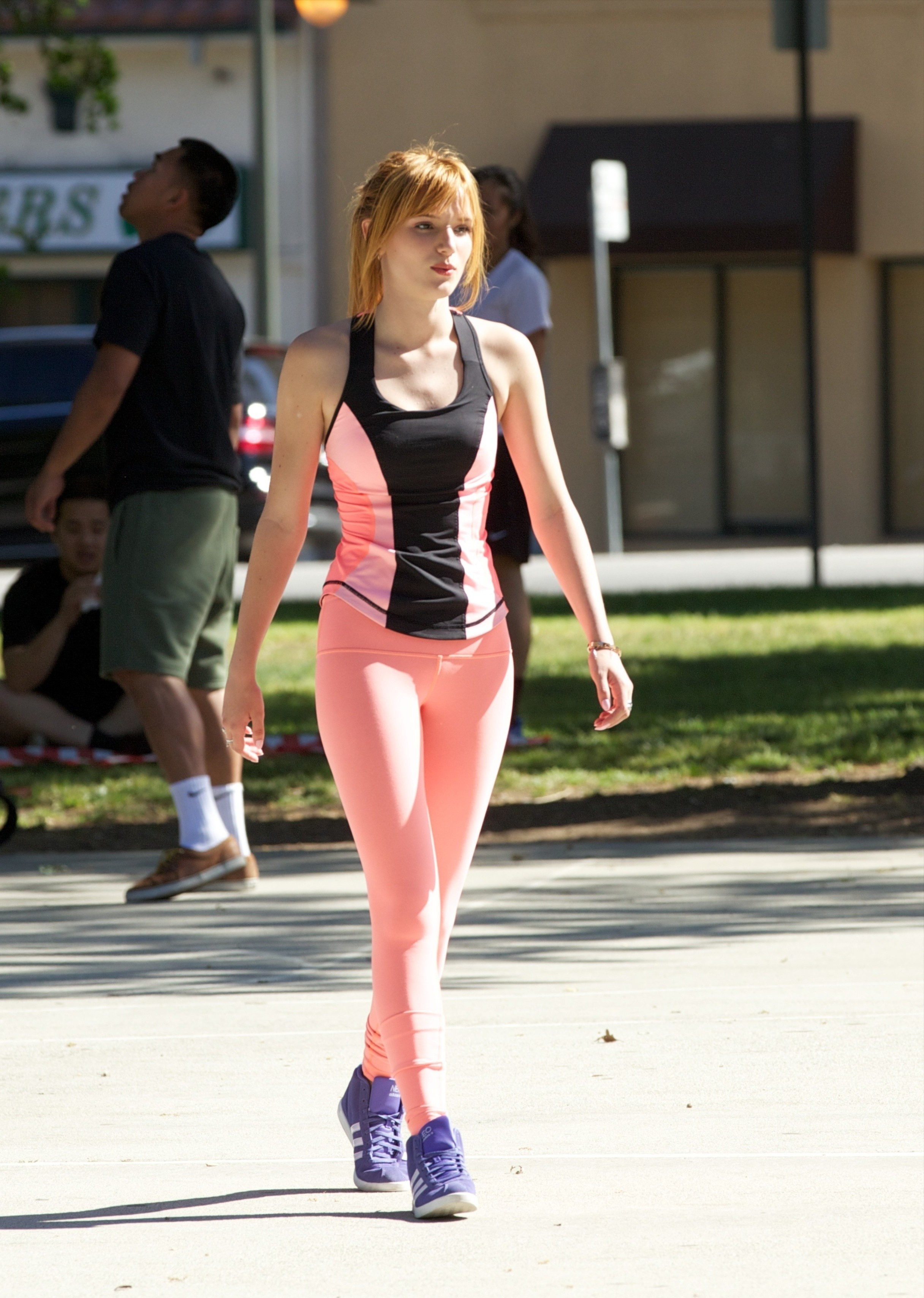 Bella Thorne in yoga pants