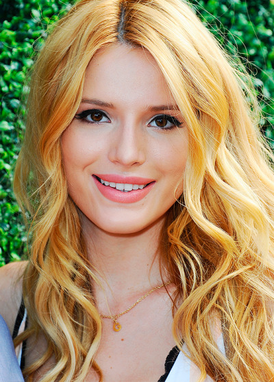 Bella Thorne with smile on her face