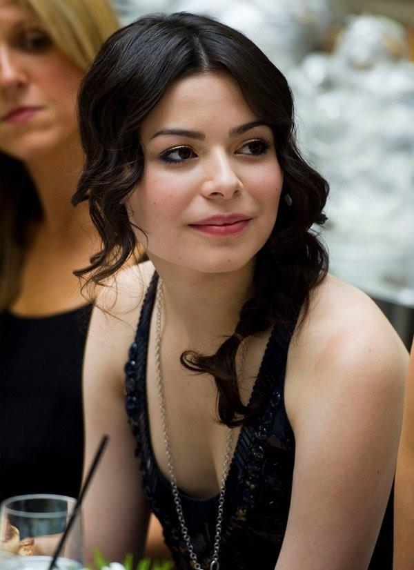 miranda cosgrove cleavage