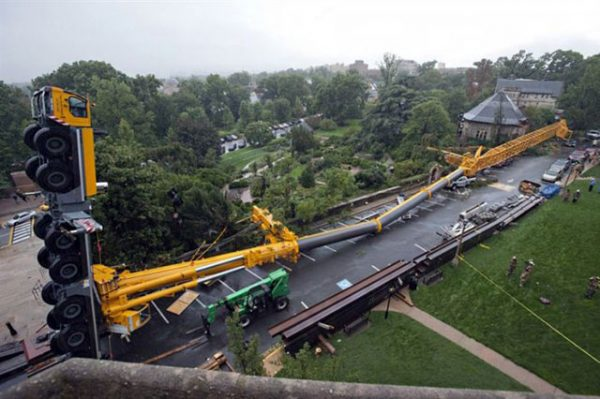 this-driver-who-tried-to-test-the-power-of-his-crane