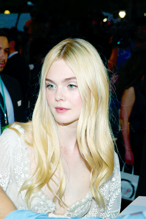 elle-fanning-boobs