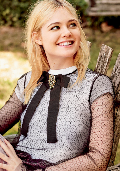 elle fanning cute smile
