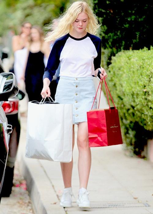 elle-fanning-shopping