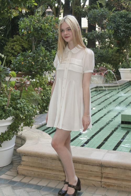 elle-fanning-white-dress