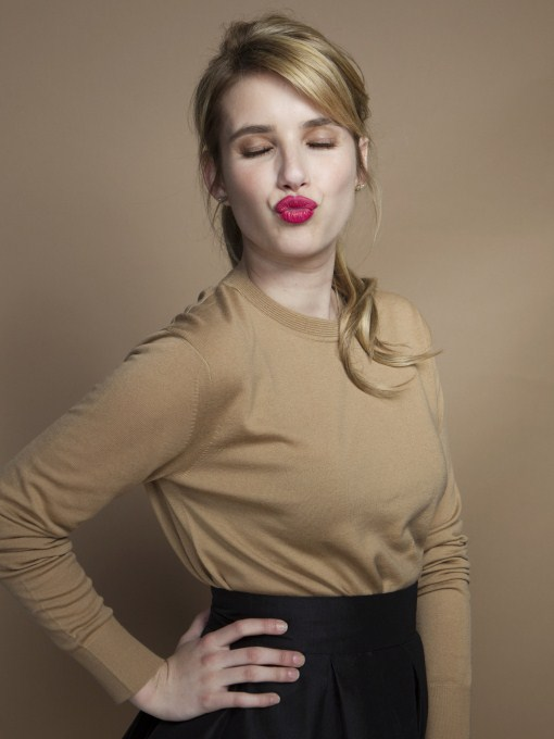 emma roberts hot kissing picture