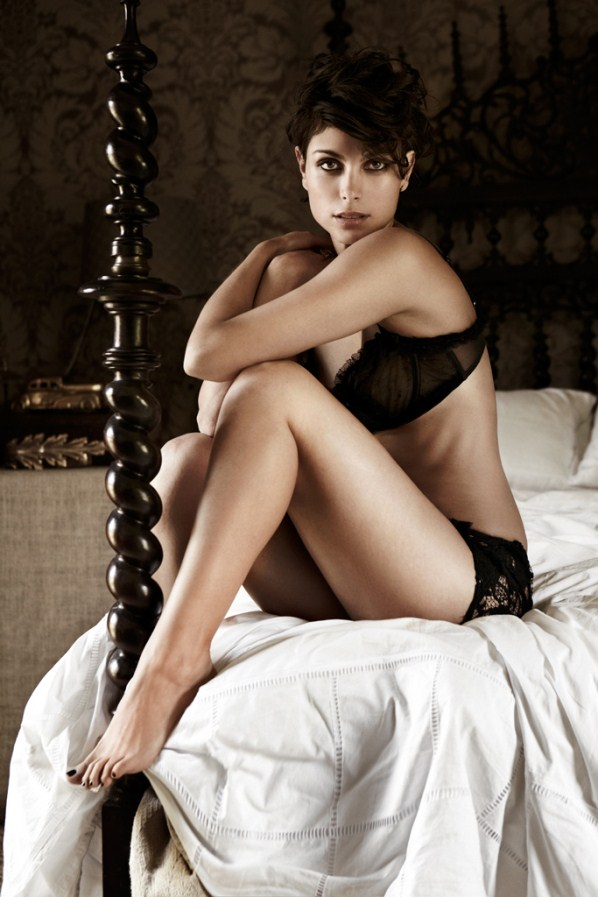 Morena Baccarin legs