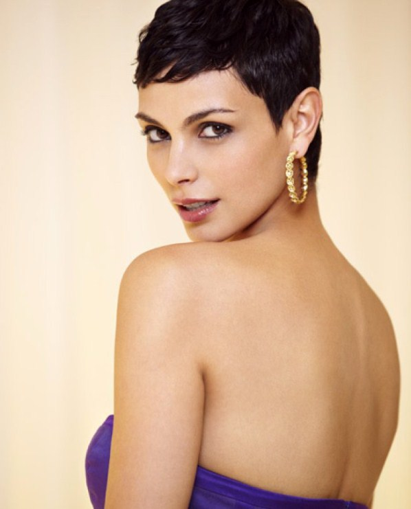 Morena Baccarin sexy back look