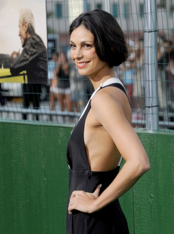 Morena Baccarin sexy sideboob view