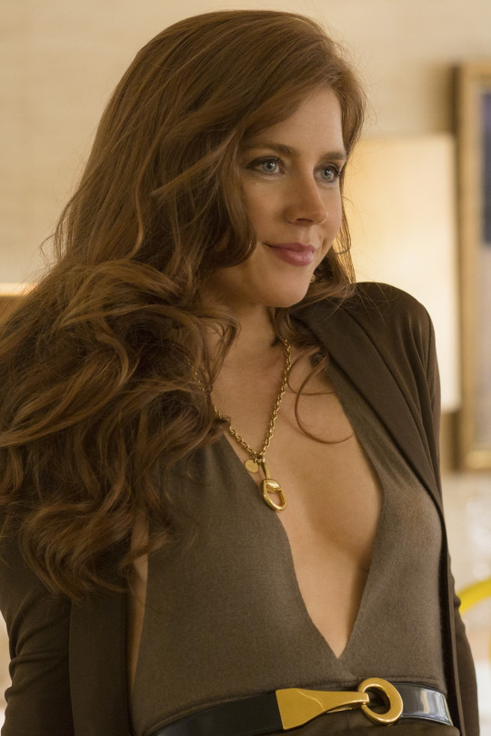 amy adams breasts size