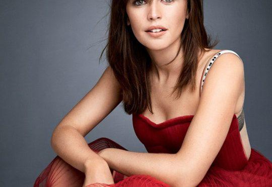 felicity jones in red dress